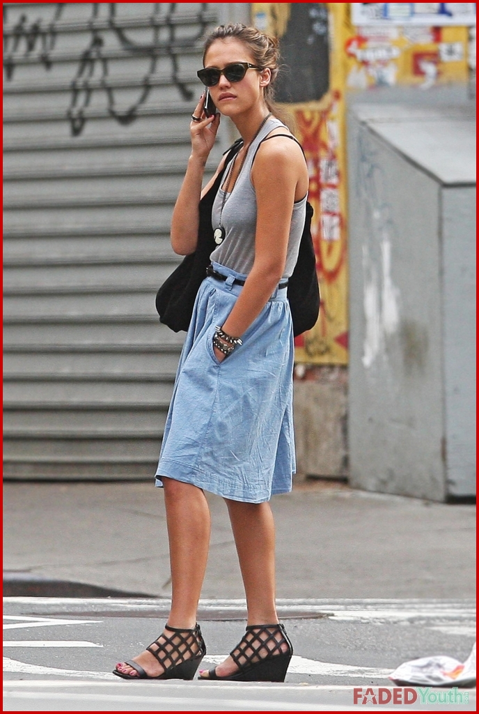 Jessica Alba Caught Smoking Again Faded Youth Blog