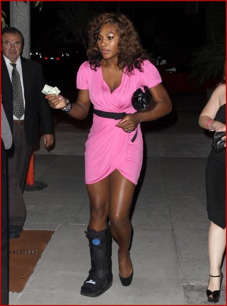 serena williams pink tennis outfit. Looking pretty in pink,