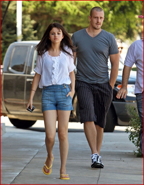 selena gomez out and about. SELENA GOMEZ#39;S SUNDAY STROLL
