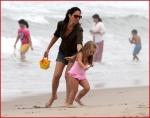 FP_5677981_MunnOlivia_Beach_EXCL_FP7_090510