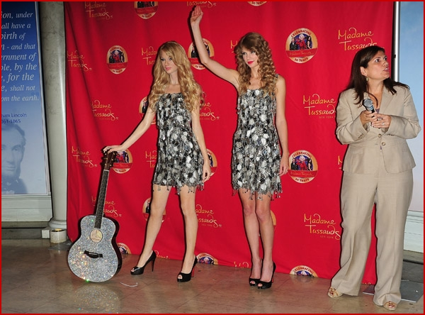 Taylor Swift Unveils W...