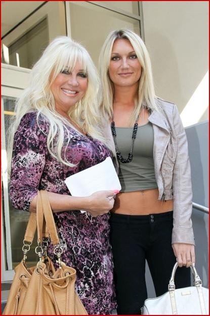 Photo of Brooke Hogan & her Mother  Linda Bollea