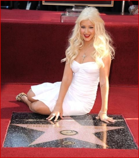 christina-aguilera-hollywood-walk-of-fame-induction-ceremony.jpg?w=450&h=511
