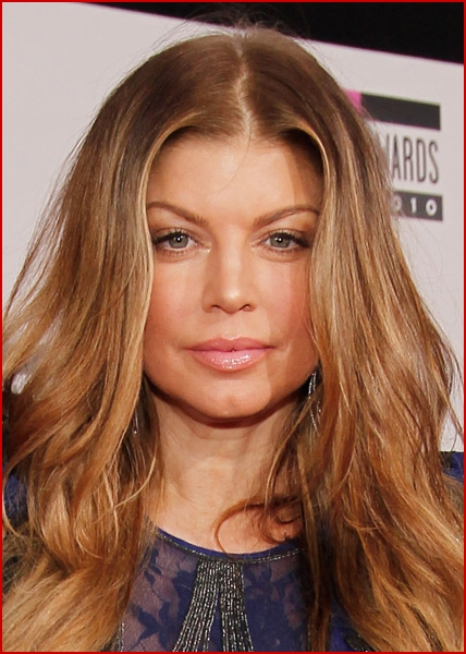 2010 american music awards arrivals fergie faded youth blog