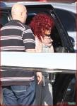 FP_6116391_Rihanna_Airport_EXCL_FP7_112210