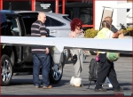 FP_6116394_Rihanna_Airport_EXCL_FP7_112210