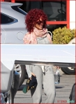 FP_6116396_Rihanna_Airport_EXCL_FP7_112210