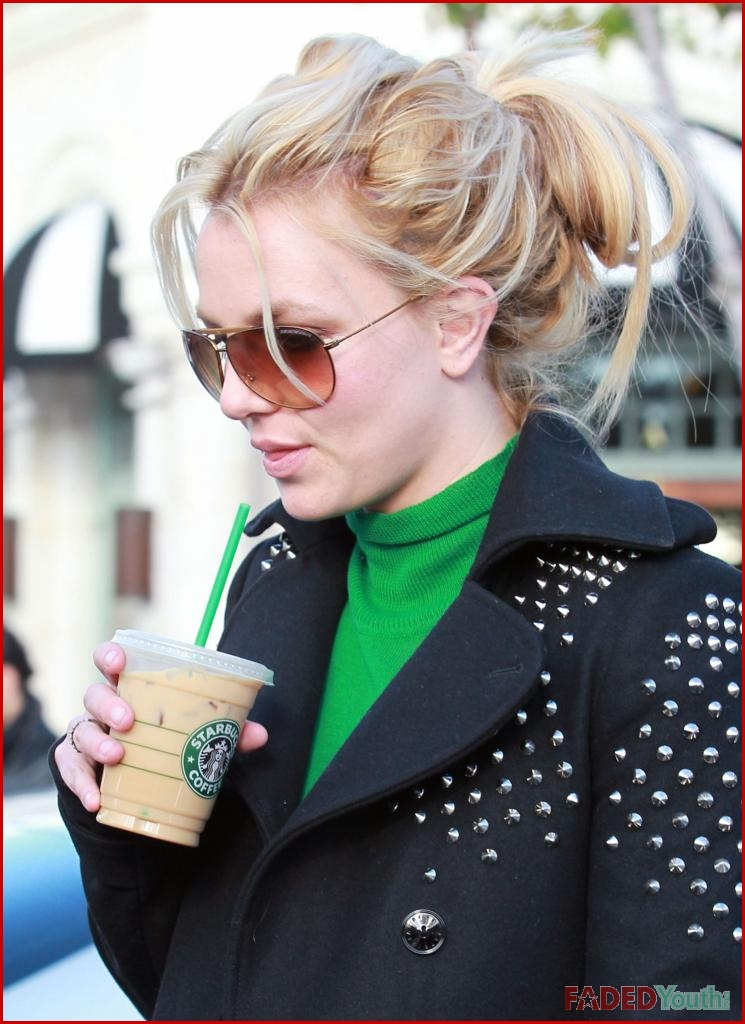 Britney Spears Bundles Up For Some Cpk And Coffee Faded Youth Blog