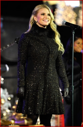 http://fadedblog.files.wordpress.com/2010/11/jessica-simpson-2010-rockefeller-center-christmas-tree-lighting5.jpg?w=393