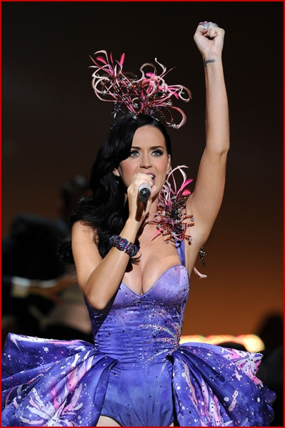 Katy Perry Performs At The Victoria S Secret Fashion Show