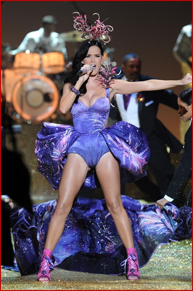katy perry performs at the victoria u2019s secret fashion show