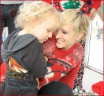 Celebrities Onboard Old Navy Awkward Holiday Photo Mobile2