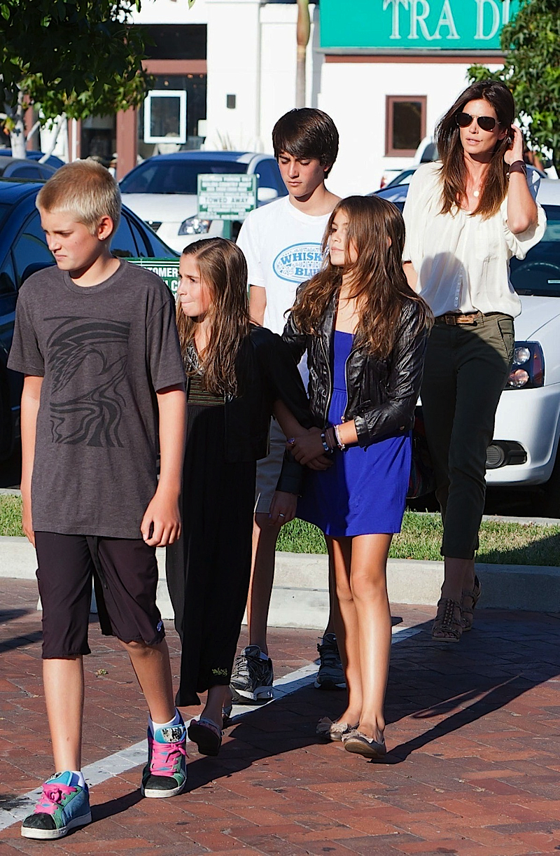 2011 cindy crawford and her two kids out at the malibu