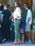 2011_Cindy Crawford and her two kids out at the Malibu Country Mart15_fadedyouthblog