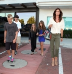 2011_Cindy Crawford and her two kids out at the Malibu Country Mart3_fadedyouthblog