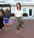2011_Cindy Crawford and her two kids out at the Malibu Country Mart4_fadedyouthblog