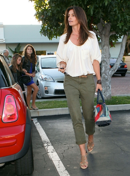 2011_Cindy Crawford and her two kids out at the Malibu Country Mart7_fadedyouthblog