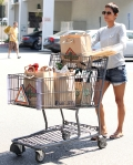 2011_Halle berry shopping grocery12_fadedyouthblog