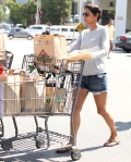 2011_Halle berry shopping grocery1_fadedyouthblog