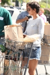 2011_Halle berry shopping grocery2_fadedyouthblog