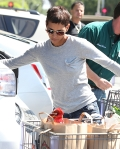 2011_Halle berry shopping grocery5_fadedyouthblog
