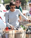 2011_Halle berry shopping grocery6_fadedyouthblog