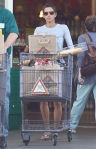 2011_Halle berry shopping grocery9_fadedyouthblog