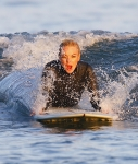 2011_Lindsay Lohan surfing9_fadedyouthblog