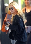 2011_Mary-Kate and Ashley Olsen leave the Bowery Hotel in New York City7_fadedyouthblog