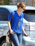 2011_Olivia Wilde heads to get lunch with a friend in Los Feliz2_fadedyouthblog