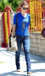 2011_Olivia Wilde heads to get lunch with a friend in Los Feliz5_fadedyouthblog